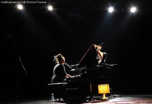 image 01-veronica-marchi-fonderia-aperta-teatro-vr-20-11-2016-jpg