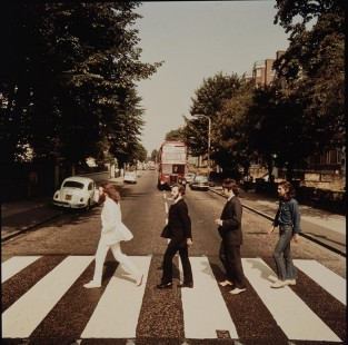 Abbey-Road-01-photo-Iain-Macmillan-1938-2006
